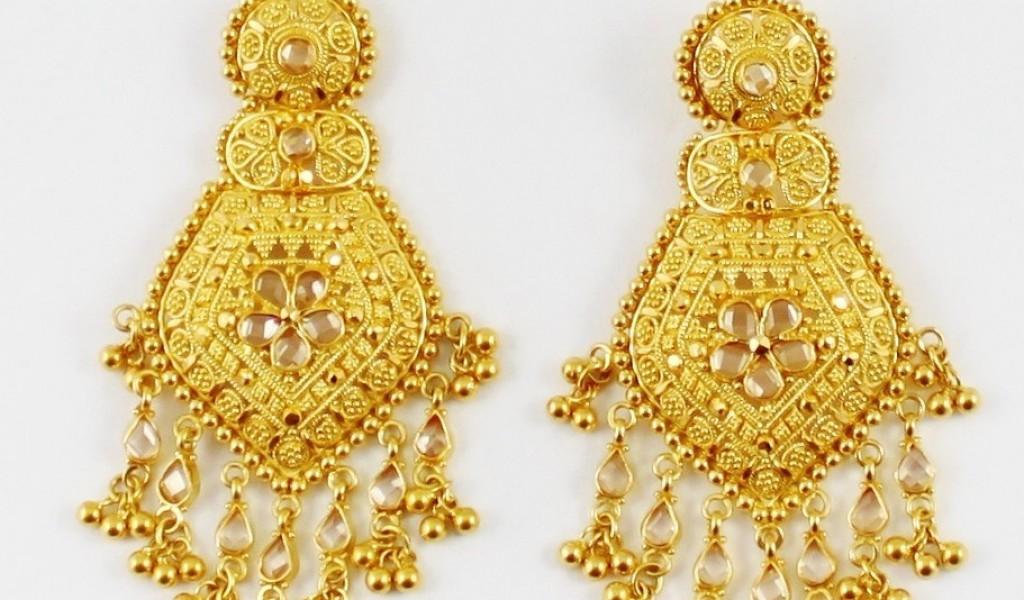 gold-earrings-for-wedding-indian-gold-jewellery-earrings-designs ...